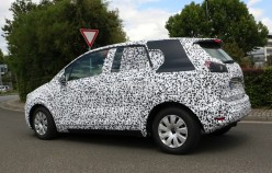 2017 Opel Meriva C, новая модель обнаружена в камуфляже на дорогах Германии