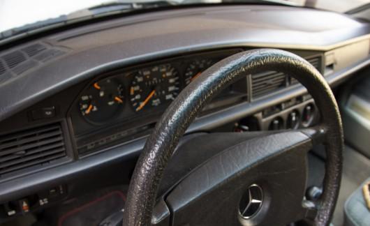BMW 316 против Mercedes-Benz 190
