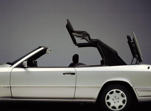 Кабриолет Mercedes E-Class празднует свой 25-й День рождения