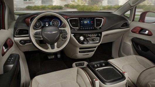 Chrysler Pacifica- первый минивен получивший награду 2016 Top Safety Pick+