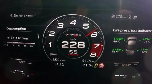 2017 Audi TT RS: Мощный разгон и звук двигателя