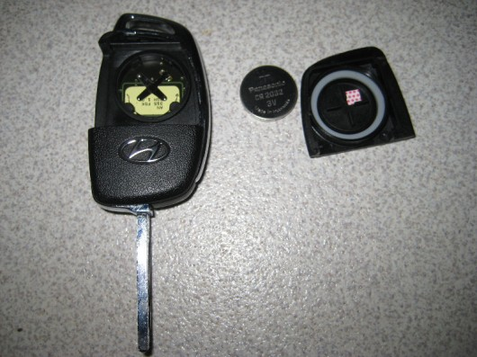 Как заменить батарейку в брелке ключа Hyundai