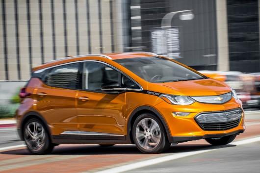 Маленький электрокар Chevrolet Bolt стал автомобилем года