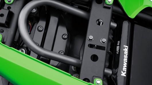 Kawasaki показал новый стритбайк 2017 Ninja 650