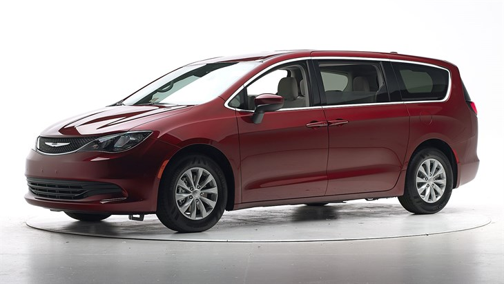 Краш-тест 2017 Chrysler Pacifica фото