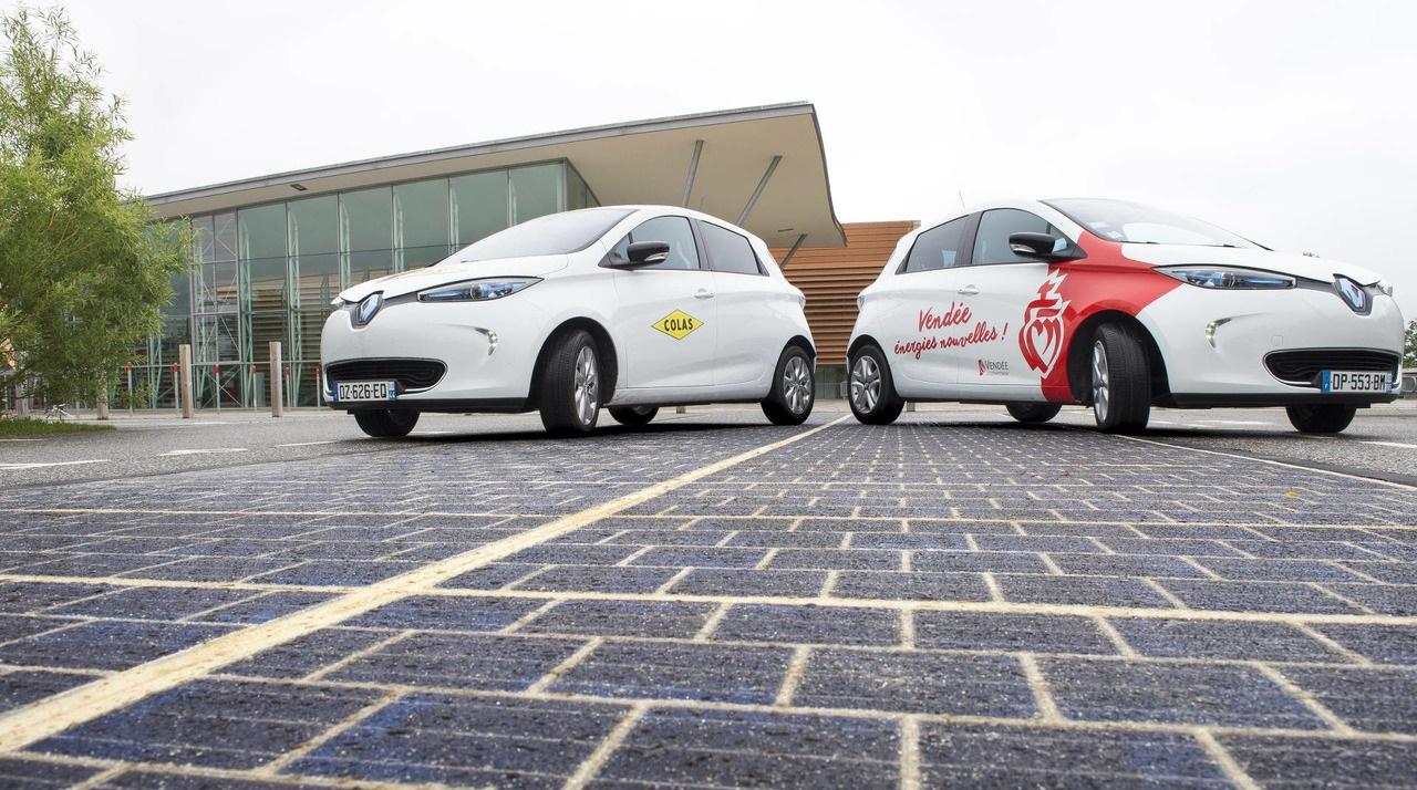 Во Франции открыли первую в мире дорогу на солнечных батареях