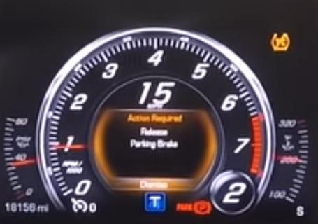 электронный стояночный тормоз во время движения машины
