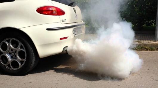О каких проблемах говорит цвет дыма из выхлопной трубы