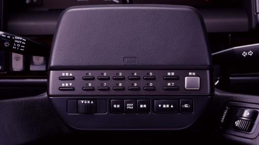 Как выглядел в автомобиле телефон в 1988 году