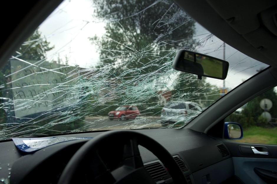 В лобовое стекло попал камень страховой случай