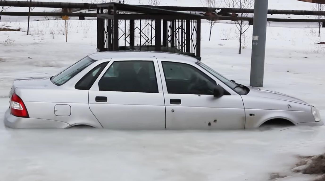 Лада Приора- ледяная пленница [Фото, видео]