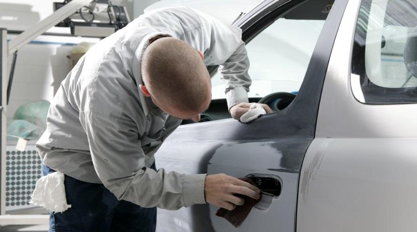 Как «жестянщики» восстанавливают автомобили: Видео