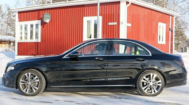 Тестирование 2018 Mercedes-Benz C-Class с обновленной оптикой