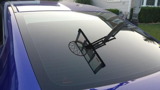 Вот зачем нужны маленькие точки по краям стекол автомобиля