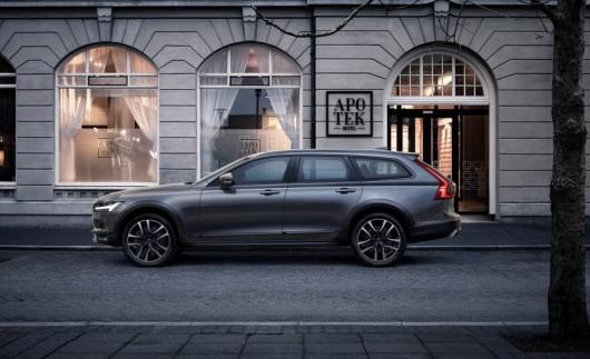 2017 Volvo V90 Cross Country: Первый обзор из Швеции