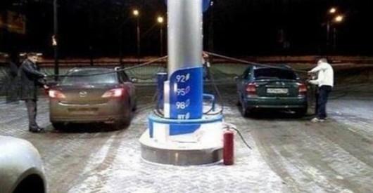 Почему некоторые автомобили имеют топливный бак справа, а другие слева