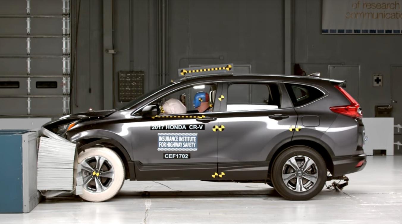 2017 Honda CR-V заработала высшую награду института IIHS доказав свою высокую безопасность