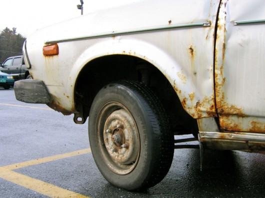 Вот почему соль и реагенты разъедают ваш автомобиль