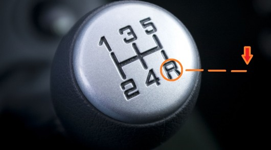 Вот почему ваш автомобиль при движении задним ходом издает странный гул