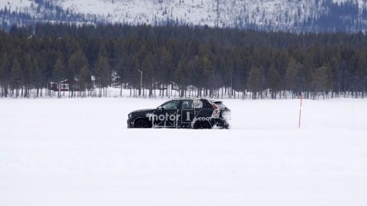 2018 Volvo XC40- первые фотографии прототипа на дорожных испытаниях