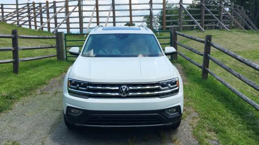 Обзор большого внедорожника Volkswagen Atlas 2018 модельного года