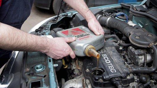 Смена масла в двигателе