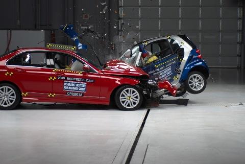 Как NHTSA и IIHS проводят краш-тесты новых автомобилей и внедорожников