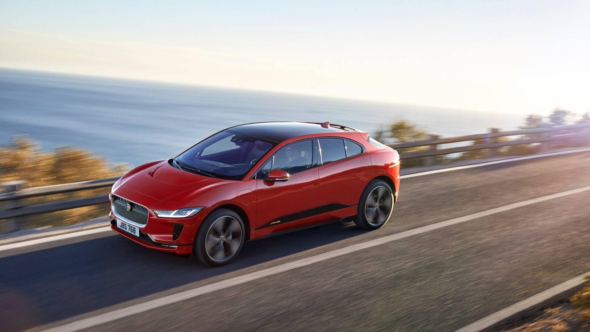 Jaguar F-Pace 2017 модельного года скоро поступит в продажу
