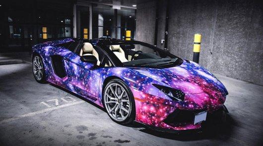 10 автомобилей, чья яркая окраска видна даже из космоса