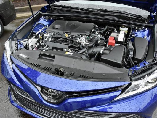 Тойота привезла новую Камри в Россию: Вот что нужно знать