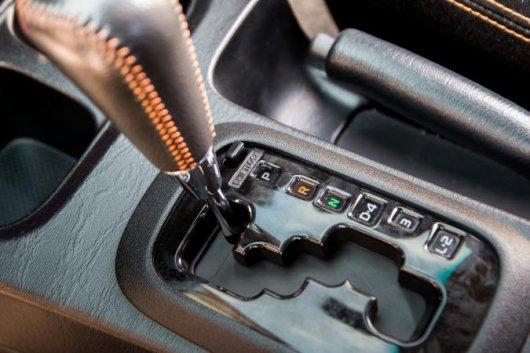 8 вещей, которые вы не должны делать в автомобиле с автоматической коробкой передач