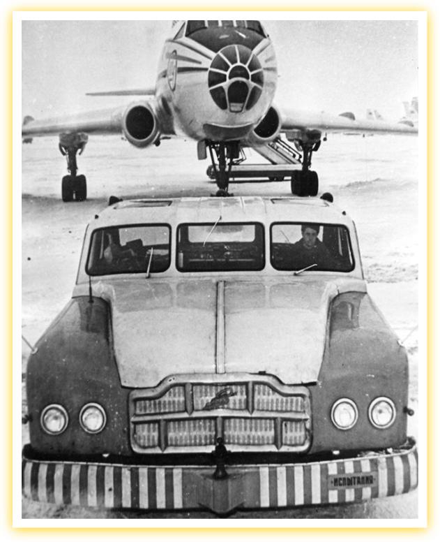 Этот старый российский аэродромный автомобиль, вероятно, был самым большим седаном в мире