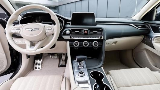 В России появился новый премиальный седан Genesis G70