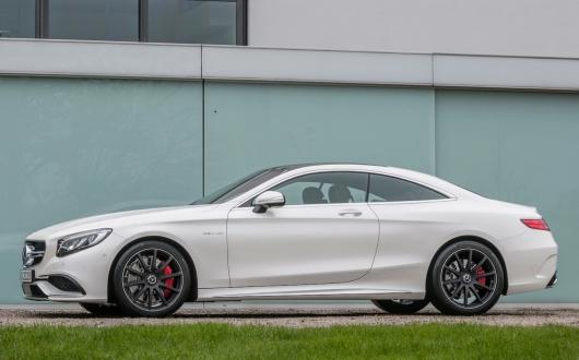 Курьез снятый на видео: Вот как относятся к очень дорогому Mercedes AMG на сервисе