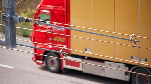 В Швеции запущен первый в мире электрифицированный участок автомобильной дороги