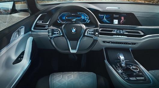 BMW переходит на электронную приборку: Вот как будет выглядеть новая панель