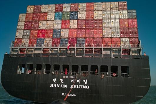 Что означают надписи на корпусе морских кораблей