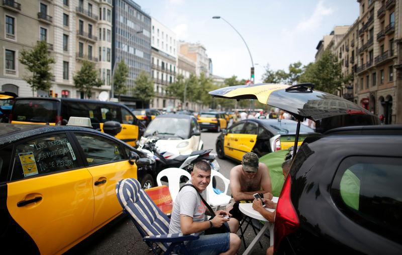 Забастовка в валенсии голых таксистов этом