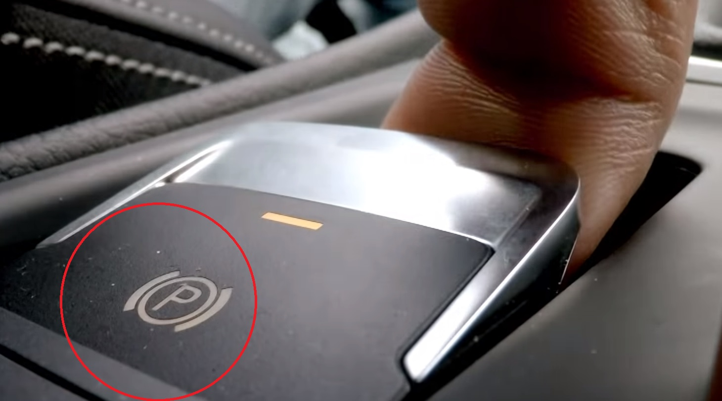 Что произойдет, если вы включите электронный ручной тормоз на скорости 193  км/час