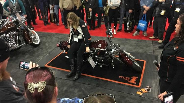 Как правильно поднять мотоцикл: важный лайфхак который должен выучить любой байкер