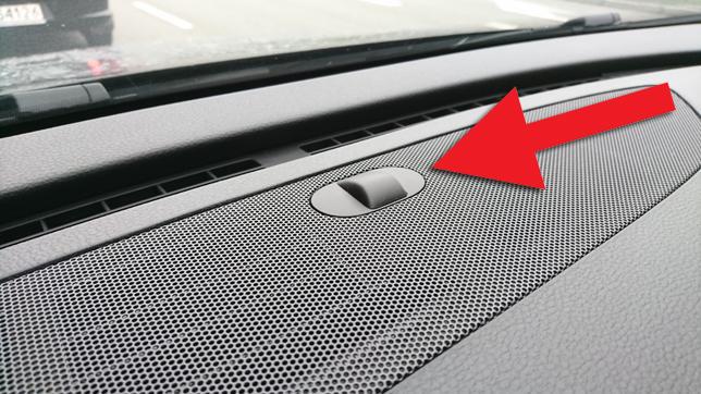 Что за сферический пластик на торпедо автомобилей, напоминающий ИК-приемник для пульта от телевизора