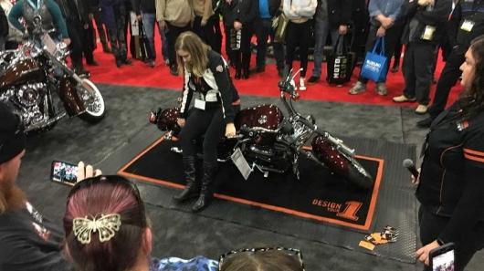 Как правильно поднять мотоцикл: важный лайфхак, который должен выучить любой байкер