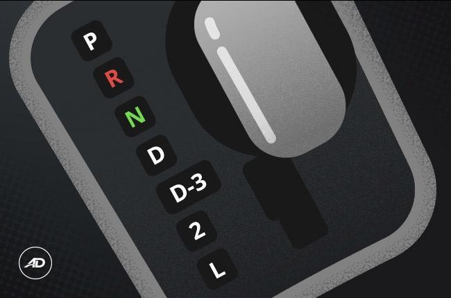 Нужно или рекомендуется ли переключать АКПП в режим 'Р' во время остановки?