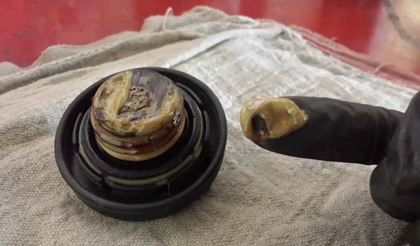 Моторное масло: о чем говорит его цвет?