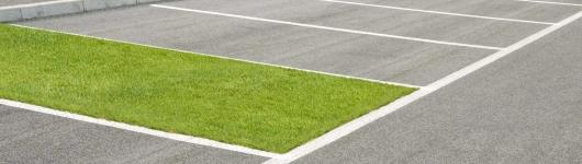 Автовладельцы все чаще паркуются на газонах, Госдума ищет новые пути наказания