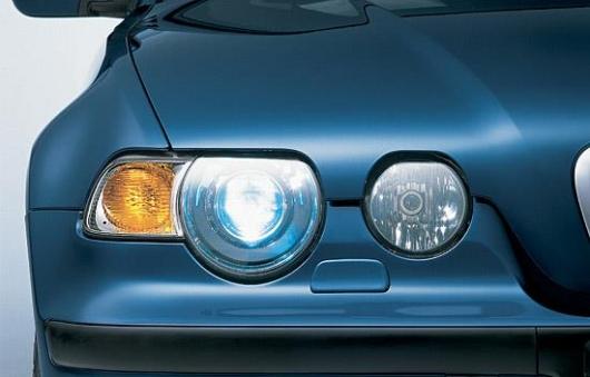 1551791378 first xenon headlights - Что лучше светит ксенон или светодиоды
