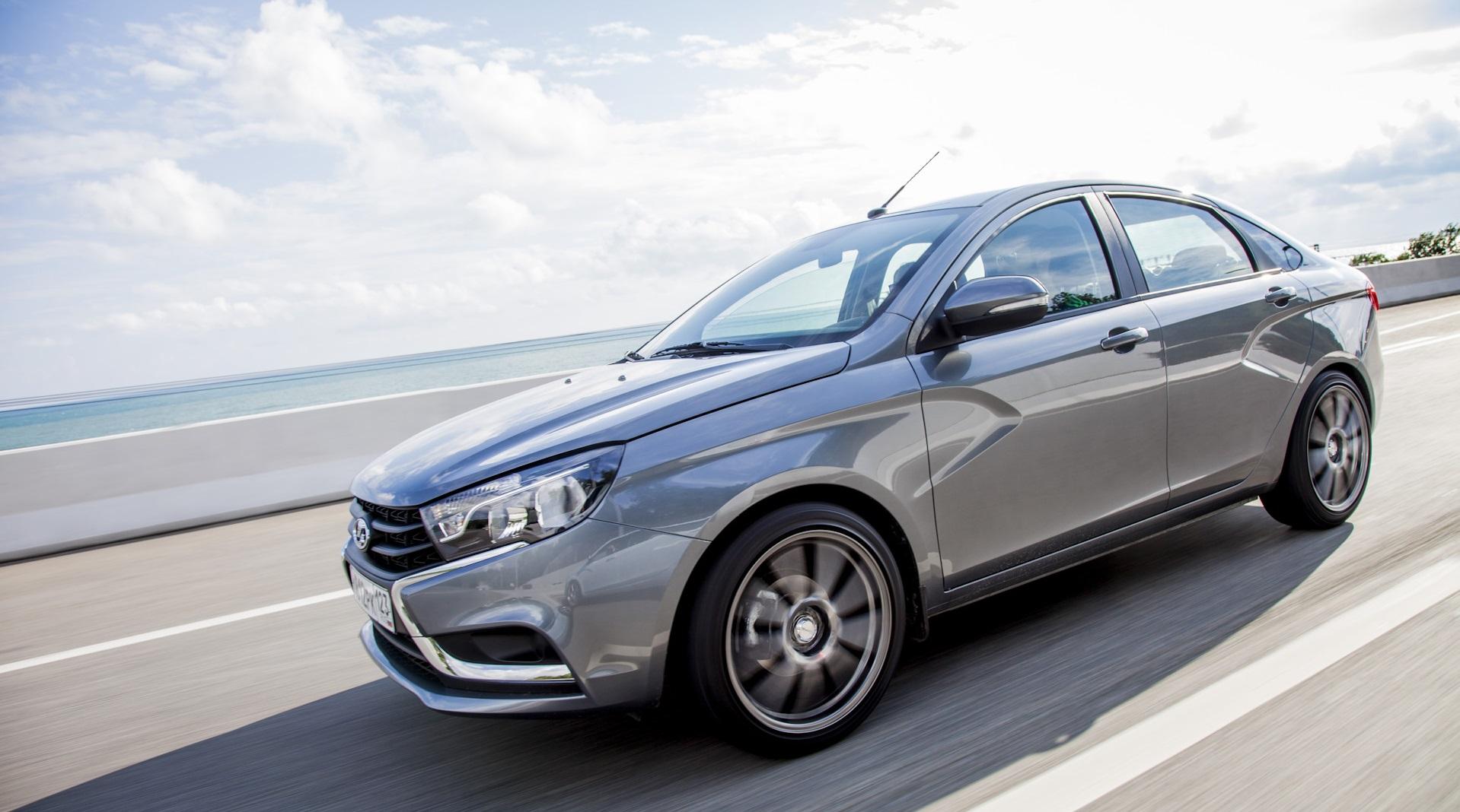 Какой автомобиль вы купите за 1 млн. рублей: Kia Soul или Lada Vesta