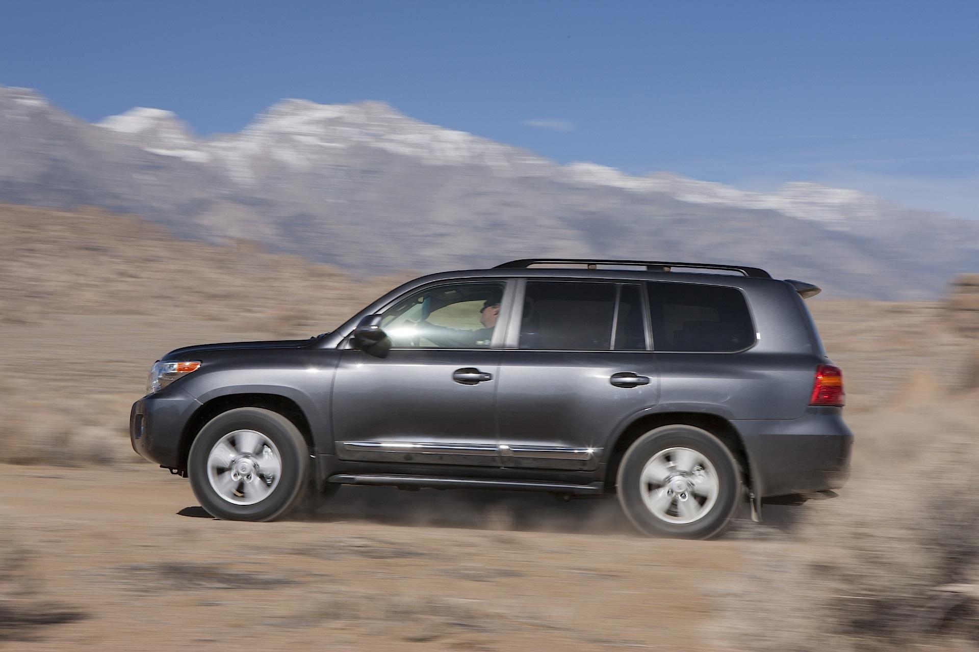 Тойота готовит Лэнд Крузер 300: первая техническая информация