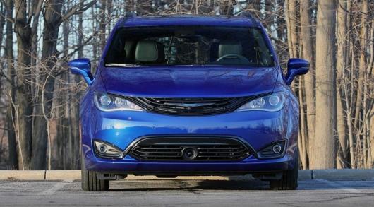 Chrysler Pacifica добавит минивэнам полный привод