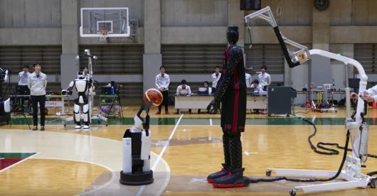 Тойота разработала робота-баскетболиста: невероятное видео недели